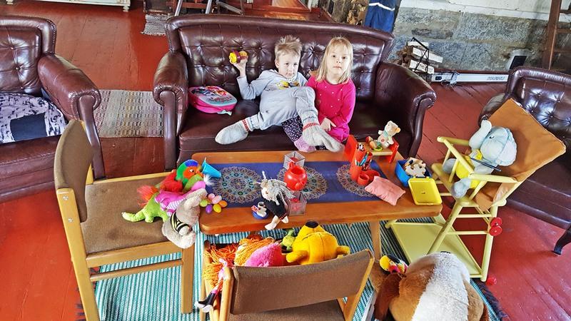 Maalaistalo Sipilä-lapsiperheen-lomaidylli-tilaa-ja-tunnelmaa-asiakkaat-kertovat